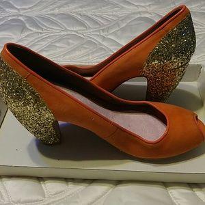 Retro Peep toe pumps with gold sequin heels.